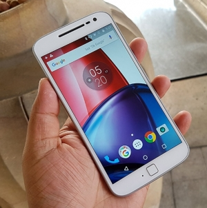 Deal Alert: Moto G4 Plus (64GB) Price Drops to $220, Package includes Free Photography Accessory Bundle